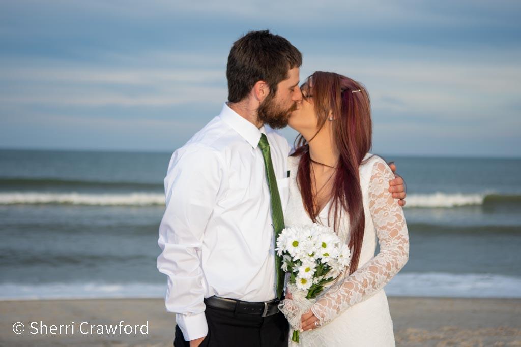 Carolina Beach elopement couple kissing