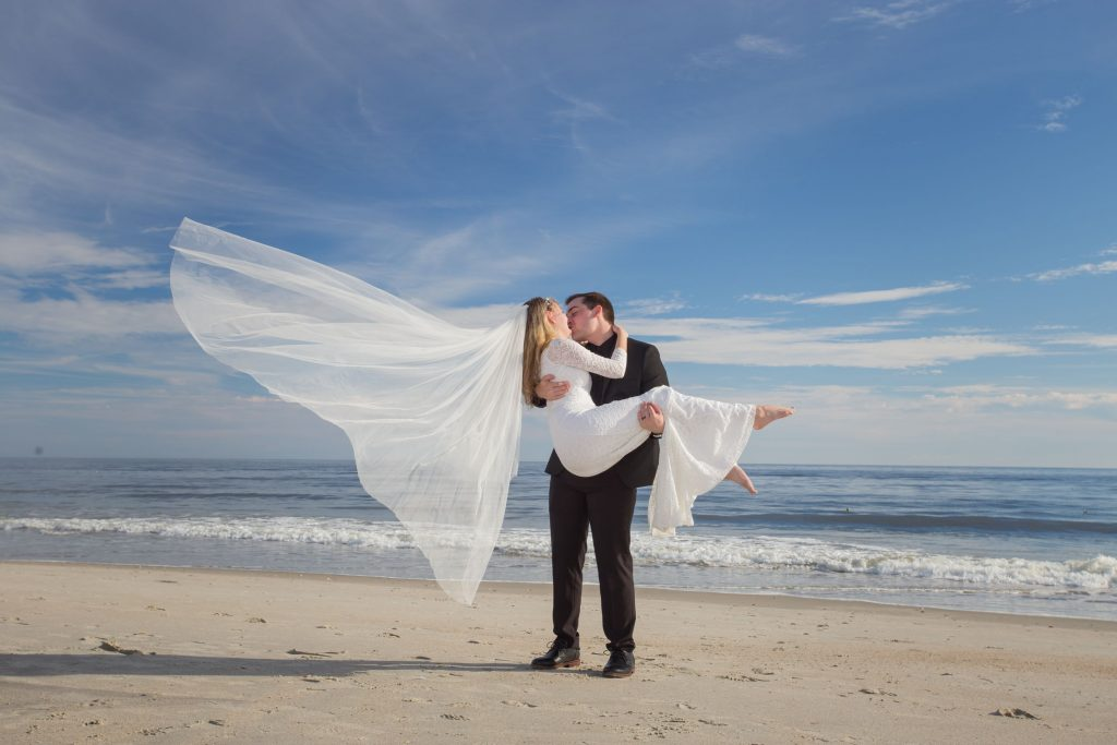 beach elopement couple in ocean isle beach